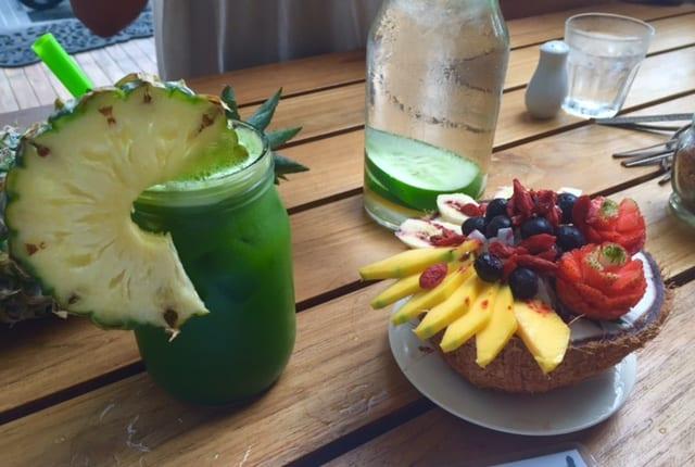 brenda-janschek-bali-cafe-organic-smoothie-bowl